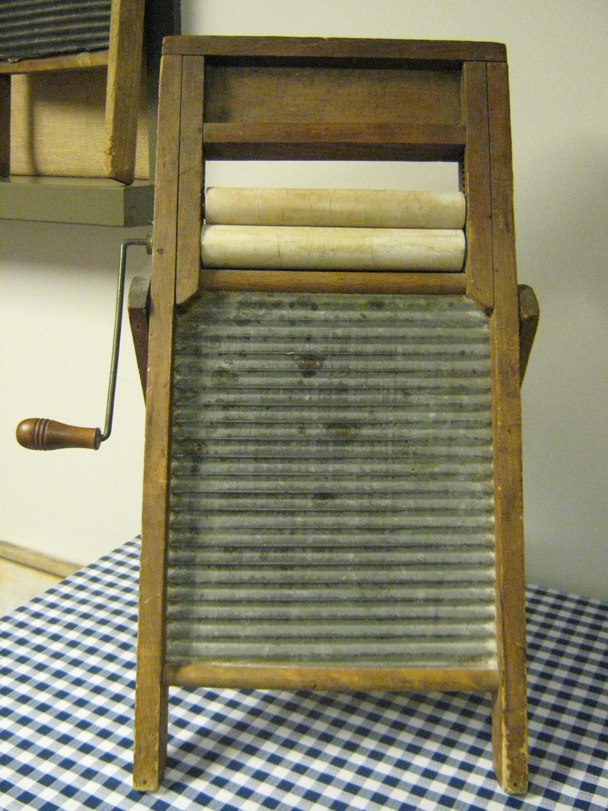 Washboard With Ringer